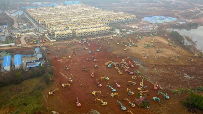 Bệnh viện chuyên trị corona tại Vũ Hán chính thức hoạt động từ hôm nay: Thành quả từ 10 ngày 10 đêm làm việc liên tục của hàng nghìn công nhân - Ảnh 2.