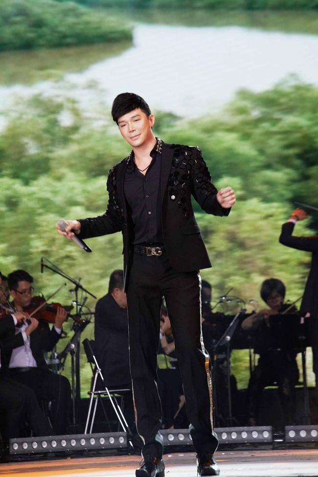 Nathan Lee lưu loát 5 ngoại ngữ, hát 20 ca khúc trong đêm nhạc đầu năm mới  - Ảnh 4.