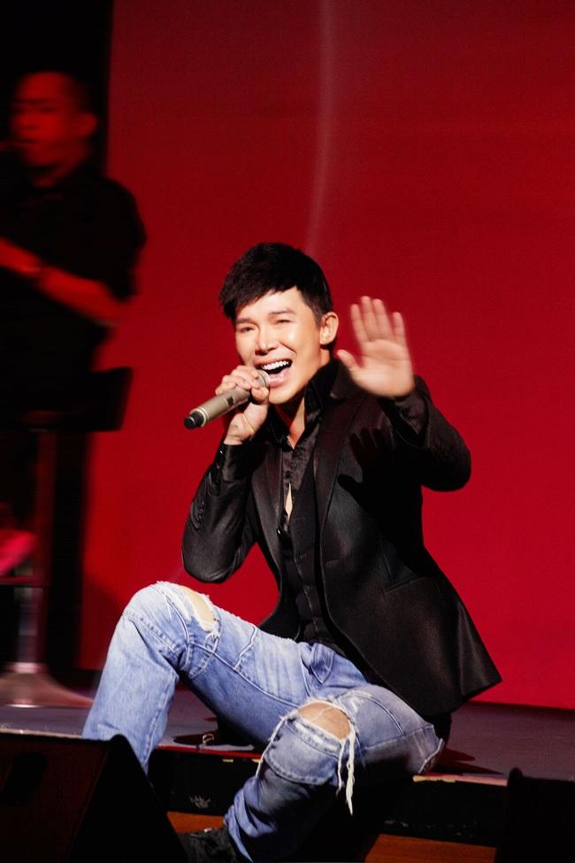 Nathan Lee lưu loát 5 ngoại ngữ, hát 20 ca khúc trong đêm nhạc đầu năm mới  - Ảnh 11.