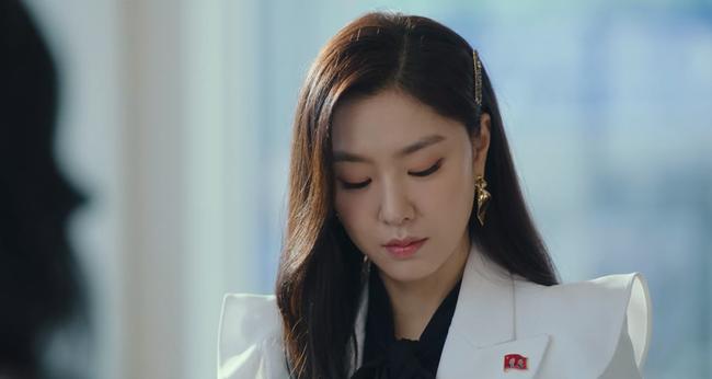 """""""Hôn thê của Hyun Bin"""" lên đồ kiểu nữ CEO và khiến người ta đứng hình toàn tập bởi thần thái cao sang ngút ngàn - Ảnh 5."""