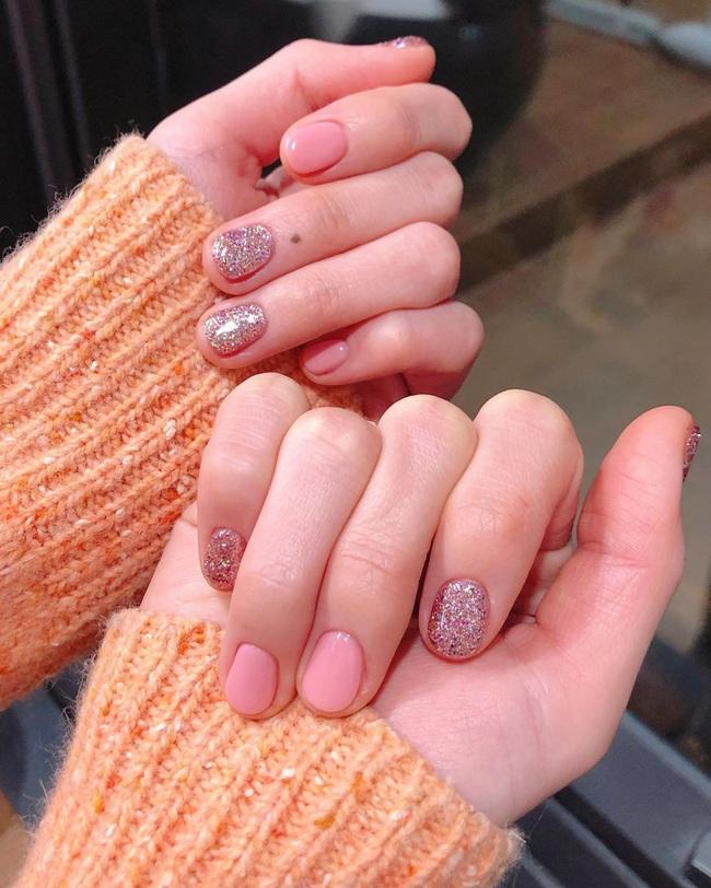 Gợi ý 14 bộ nail xinh yêu hết cỡ cho dịp Valentine, bạn mà diện thì đảm bảo cầm tay thôi cũng chiếm trọn trái tim chàng - Ảnh 8.