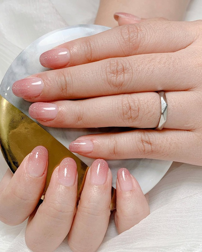 Gợi ý 14 bộ nail xinh yêu hết cỡ cho dịp Valentine, bạn mà diện thì đảm bảo cầm tay thôi cũng chiếm trọn trái tim chàng - Ảnh 10.