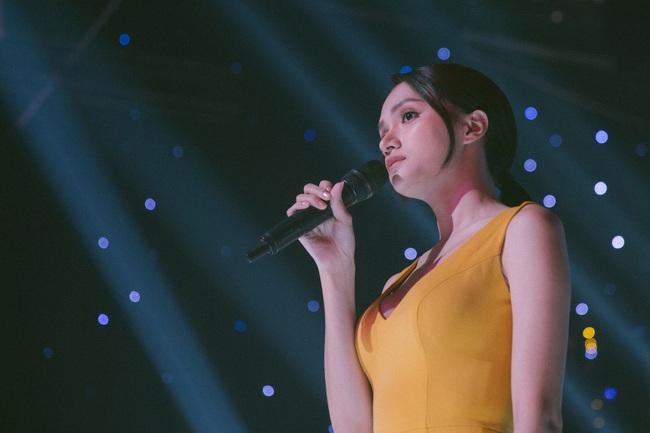 Cận cảnh quá trình Hoa hậu Hương Giang từ nữ thành nam: Lộ mặt kém sắc, nịt ngực, cắt bỏ luôn tóc dài  - Ảnh 2.