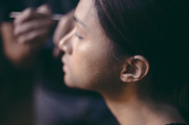 Cận cảnh quá trình Hoa hậu Hương Giang từ nữ thành nam: Lộ mặt kém sắc, nịt ngực, cắt bỏ luôn tóc dài  - Ảnh 6.