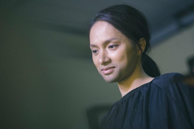 Cận cảnh quá trình Hoa hậu Hương Giang từ nữ thành nam: Lộ mặt kém sắc, nịt ngực, cắt bỏ luôn tóc dài  - Ảnh 3.