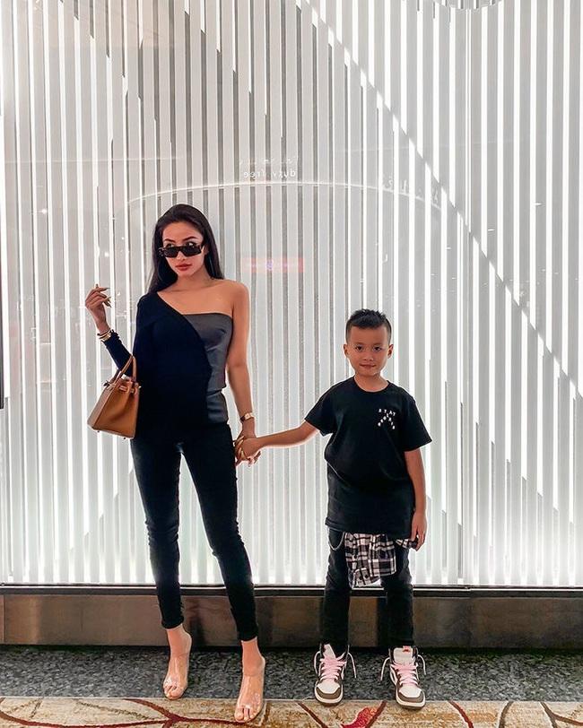 4 Hot mom nổi tiếng chi tiền mua đồ cho con: Người sành điệu như fashionista, kẻ quẹt thẻ một lần bay hết tháng lương người bình thường - Ảnh 13.