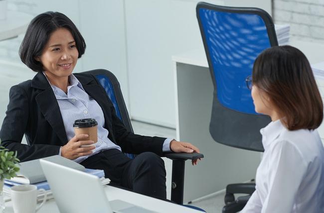 Đòi được tăng lương vì nghĩ ra nhiều biện pháp phòng dịch corona, nàng công sở bị chị kế toán mắng một câu đến tím tái mặt mày!  - Ảnh 2.