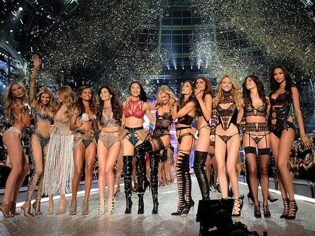 """Hơn 100 người mẫu ký lá đơn yêu cầu Giám đốc Victoria's Secret kiểm soát để tránh xảy ra những trường hợp bị """"xâm hại tình dục"""" - Ảnh 2."""