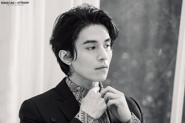 """Hé lộ loạt ảnh hậu trường đẹp trai hết phần thiên hạ của """"thần chết U40"""" Lee Dong Wook - Ảnh 8."""