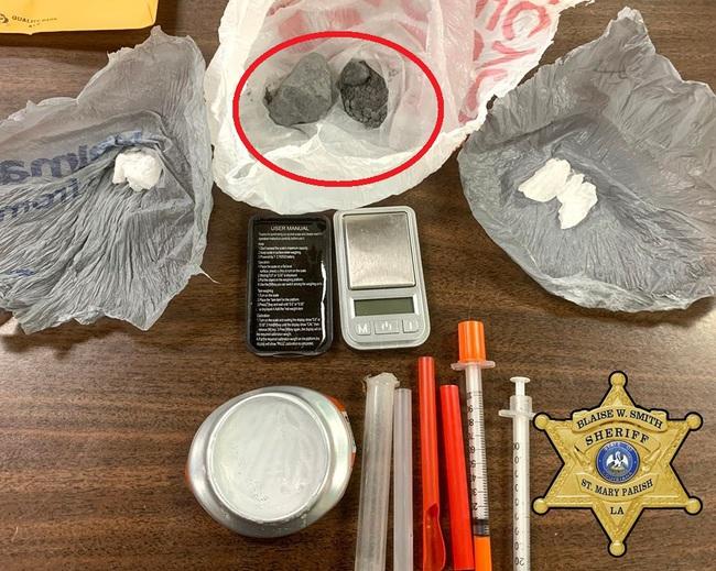 """Cảnh sát Mỹ phát hiện siêu ma túy """"cái chết xám"""" mạnh gấp 10.000 lần morphine, một lượng rất nhỏ cũng gây sốc chết người - Ảnh 1."""