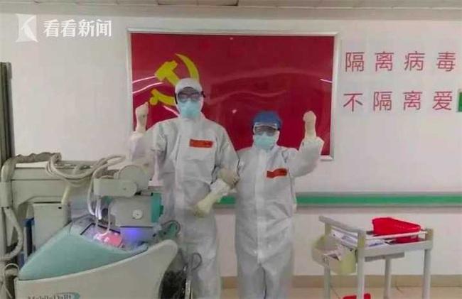 Khoảnh khắc ấm lòng giữa ổ dịch, cặp đôi vẫn sát cánh bên nhau, tình nguyện tham gia hỗ trợ y tế từ dịch SARS 2003 đến dịch Vũ Hán 2020 - Ảnh 2.
