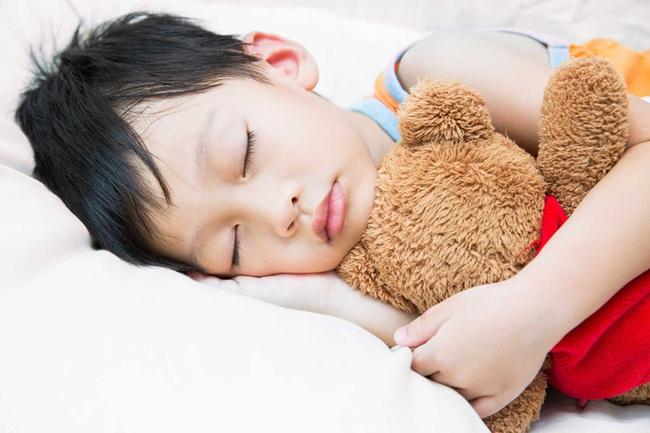 """Bố mẹ nên làm gì để trở thành """"lá chắn"""" cho con khỏi virus corona? - Ảnh 5."""