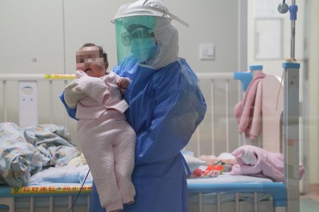 Tin vui: Bé gái 3 tháng tuổi bị nhiễm coronavirus mới đã ở trong tình trạng ổn định - Ảnh 1.