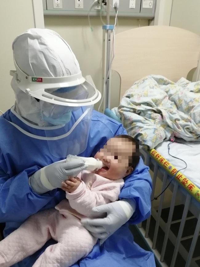 Tin vui: Bé gái 3 tháng tuổi bị nhiễm coronavirus mới đã ở trong tình trạng ổn định - Ảnh 2.