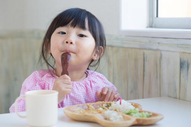 """Thời kỳ dịch bệnh, bố mẹ cần bổ sung chế độ ăn thế nào để xây dựng """"lá chắn Corona"""" cho con? - Ảnh 1."""