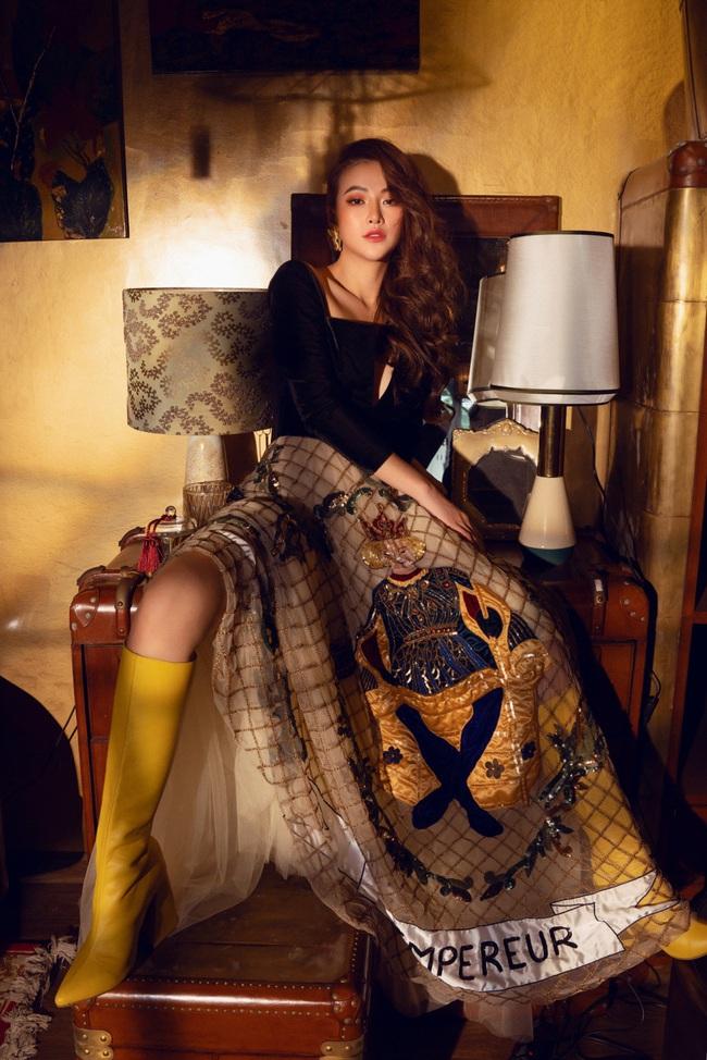 Hoa hậu Phương Khánh hóa công chúa cổ tích nhân ngày đầu năm - Ảnh 1.