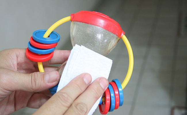 Ngoài rửa tay, có 1 việc bố mẹ nhất định nên làm thường xuyên để bảo vệ con khỏi nhiễm virus corona - Ảnh 3.