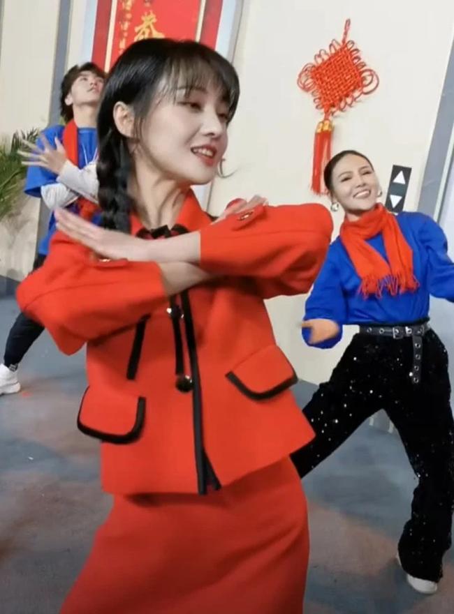 Lộ clip Trịnh Sảng nhảy múa cực yêu ở hậu trường, xinh đẹp rực rỡ như chưa hề có ồn ào chia tay thiếu gia, mất 67 tỷ - Ảnh 3.