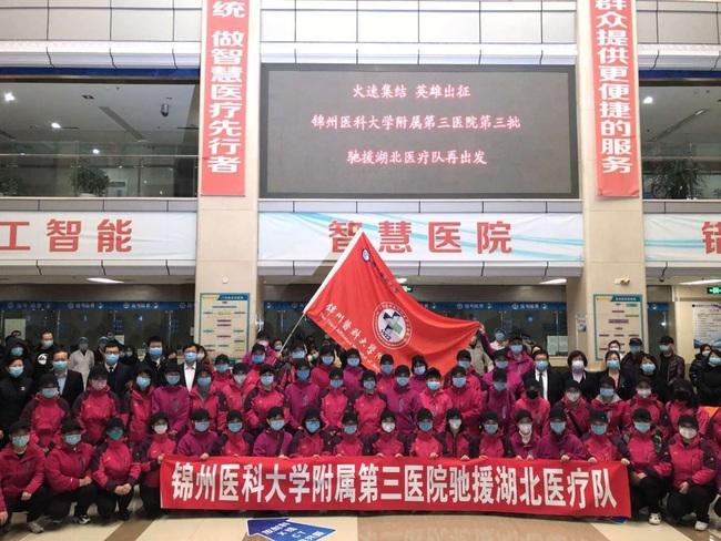 """Hơn 1000 nhân viên y tế khắp Trung Quốc đã đến """"tiếp viện"""" cho Vũ Hán khi bệnh viện chuyên trị corona thứ 2 chính thức tiếp nhận bệnh nhân - Ảnh 8."""