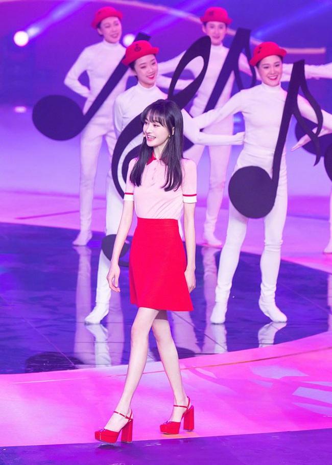 Lộ clip Trịnh Sảng nhảy múa cực yêu ở hậu trường, xinh đẹp rực rỡ như chưa hề có ồn ào chia tay thiếu gia, mất 67 tỷ - Ảnh 11.
