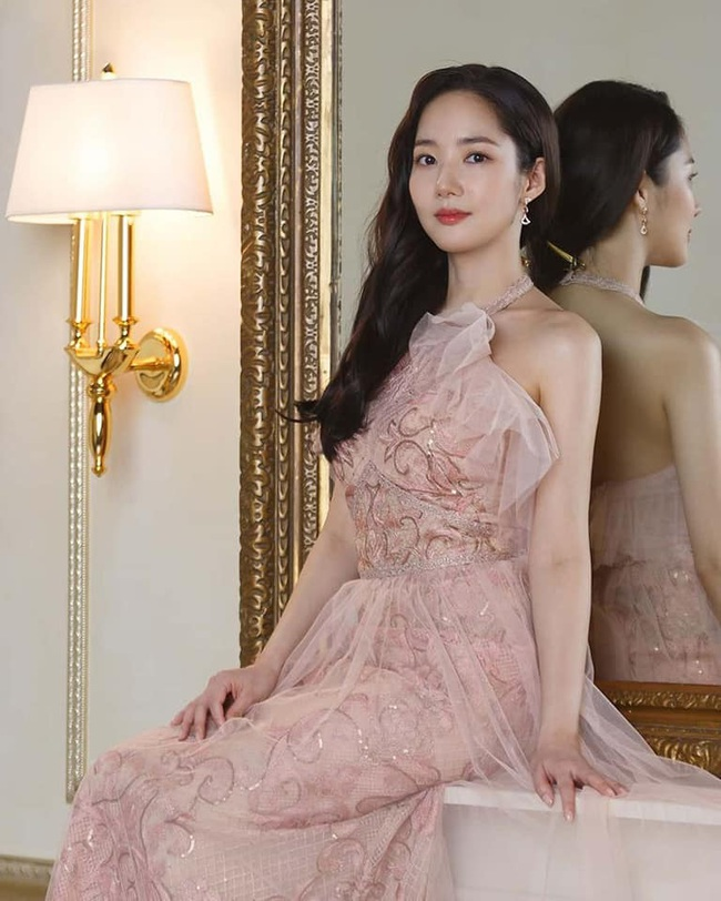 """Khoe vẻ đẹp nữ thần trong bộ ảnh mới, """"tình cũ Lee Min Ho"""" Park Min Young chứng minh sắc vóc đỉnh cao ở tuổi 34 - Ảnh 5."""