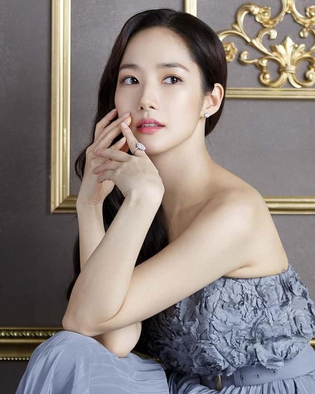 """Khoe vẻ đẹp nữ thần trong bộ ảnh mới, """"tình cũ Lee Min Ho"""" Park Min Young chứng minh sắc vóc đỉnh cao ở tuổi 34 - Ảnh 4."""