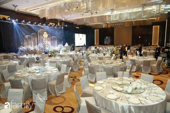 Mãn nhãn với lễ đường lộng lẫy như cổ tích và sảnh tiệc cưới chiều nay ở khách sạn 5 sao của cặp đôi Duy Mạnh - Quỳnh Anh - Ảnh 3.