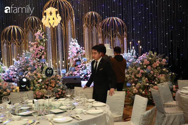 Mãn nhãn với lễ đường lộng lẫy như cổ tích và sảnh tiệc cưới chiều nay ở khách sạn 5 sao của cặp đôi Duy Mạnh - Quỳnh Anh - Ảnh 6.