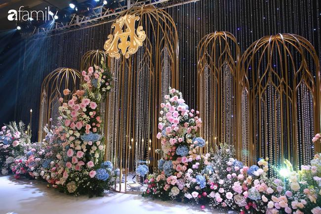 Mãn nhãn với lễ đường lộng lẫy như cổ tích và sảnh tiệc cưới chiều nay ở khách sạn 5 sao của cặp đôi Duy Mạnh - Quỳnh Anh - Ảnh 7.