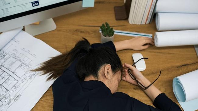 10 dấu hiệu cho thấy công việc hiện tại đang khiến bạn đau khổ và buồn chán mỗi ngày đi làm! - Ảnh 3.