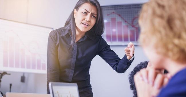 """Bức xúc với chuyện nhân viên bất mãn với sếp, nàng quản lý đăng đàn """"dạy dỗ lớp trẻ"""" liền bị mắng tả tơi - Ảnh 2."""