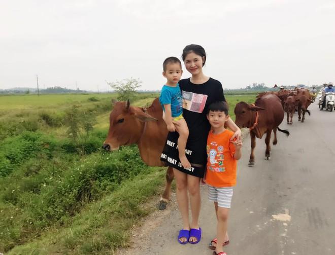 Thủy Anh - vợ ca sĩ Đăng Khôi, cựu hot girl đình đám một thời nay đã thành mẹ 2 con sang chảnh - Ảnh 28.