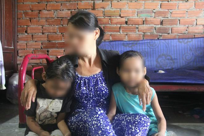 Vụ hai bé gái song sinh 6 tuổi nghi bị hàng xóm xâm hại: Quyết định tạm đình chỉ điều tra - Ảnh 3.