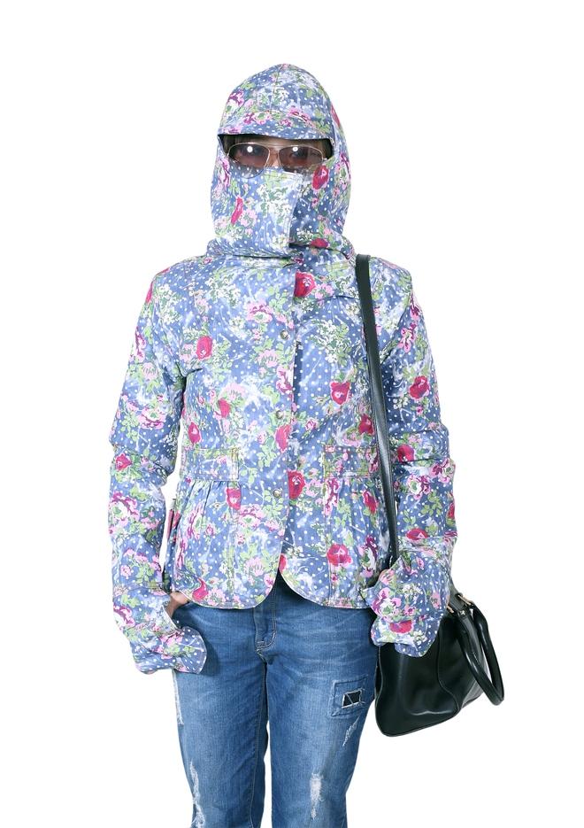 Nườm nượp rủ nhau mua 3 kiểu áo chống nắng này, nhưng các chị em đã biết nhược điểm của từng loại - Ảnh 2.