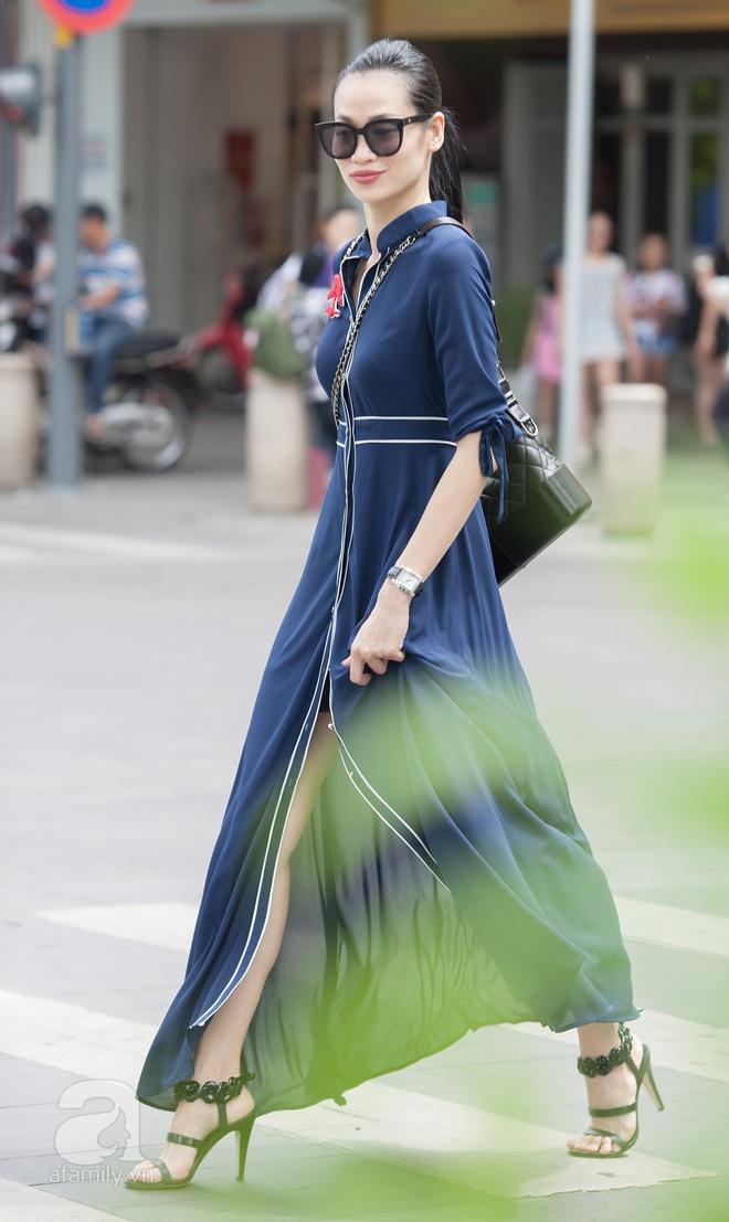 Street style cuối tuần: Quý cô hai miền - người lấp ló chân thon dài, người khoe vai trần cá tính - Ảnh 10.