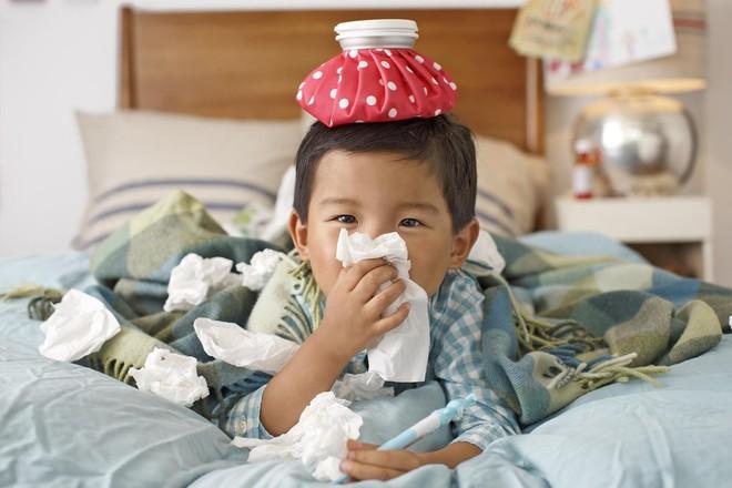Lơ là chăm con, bố mẹ có thể khiến con chết cóng trong ngày trời lạnh - Ảnh 4.