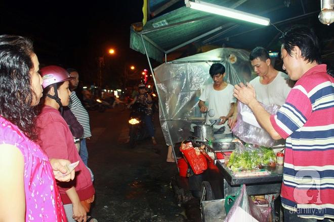 4 quán vỉa hè ngon nức tiếng dành cho hội cú đêm Sài Gòn - Ảnh 2.