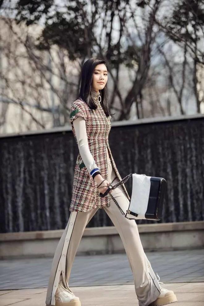 Túi mới của Chanel: Chưa ra mắt được bao lâu đã làm mưa làm gió tủ đồ của loạt sao Hoa ngữ - Ảnh 13.