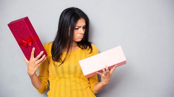 Chồng im ru ngày 20/10, nàng hãy khéo gửi ngay 15 ý tưởng quà tặng lãng mạn này để anh ấy chuẩn bị nhé! - Ảnh 1.