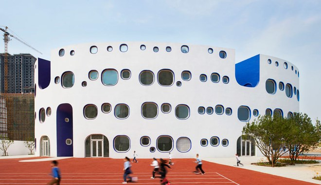 Ngắm ngôi trường mẫu giáo hình tròn, ngồi trong lớp học sinh cũng được hứng nắng trời - Ảnh 1.
