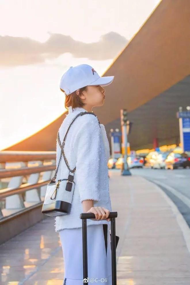 Túi mới của Chanel: Chưa ra mắt được bao lâu đã làm mưa làm gió tủ đồ của loạt sao Hoa ngữ - Ảnh 16.