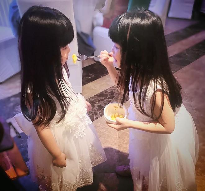Miu - cô bé siêu ngoại ngữ của Biệt tài tí hon thu hút nghìn like trong clip hát tiếng Anh cùng em gái - Ảnh 5.