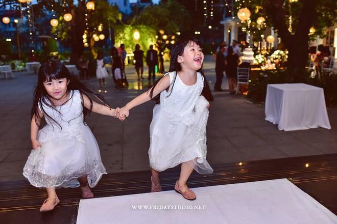 Miu - cô bé siêu ngoại ngữ của Biệt tài tí hon thu hút nghìn like trong clip hát tiếng Anh cùng em gái - Ảnh 4.