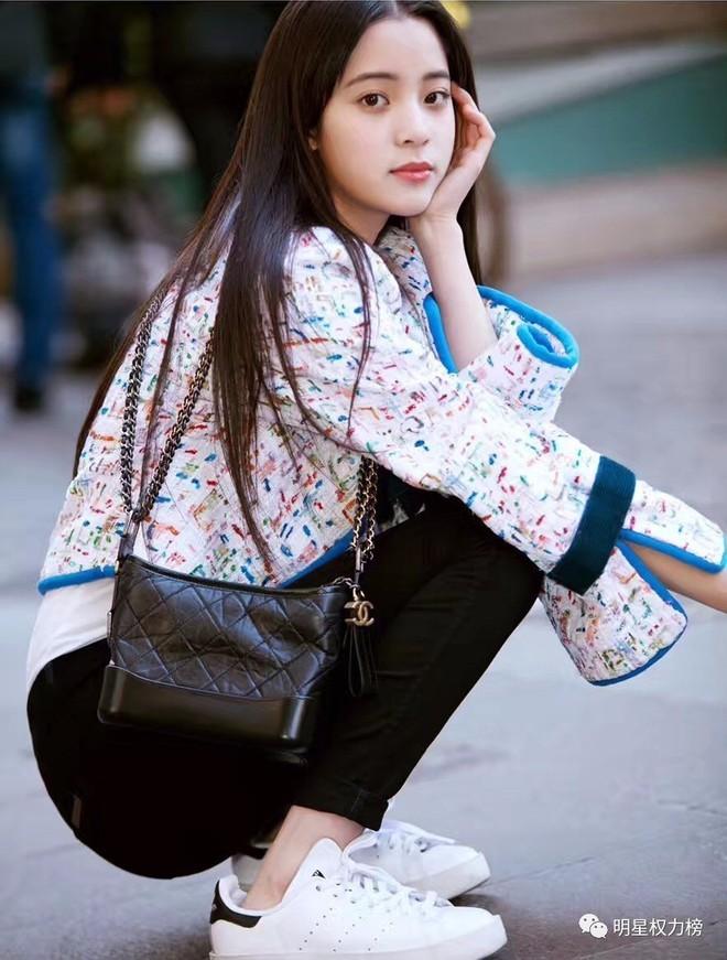 Túi mới của Chanel: Chưa ra mắt được bao lâu đã làm mưa làm gió tủ đồ của loạt sao Hoa ngữ - Ảnh 19.