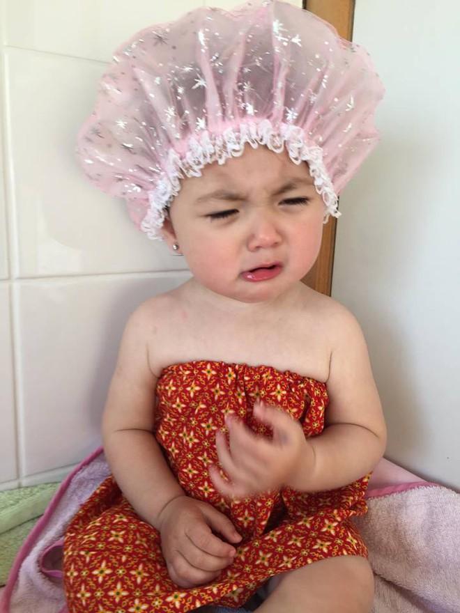 Truy lùng danh tính em bé trong clip rửa mũi gây sốt những ngày qua - Ảnh 9.