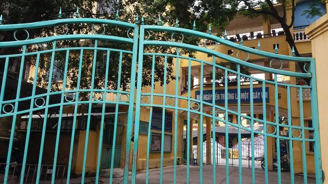 Vụ học sinh lớp 5 ở Hà Nội tử vong sau khi bơi: Cháu bé có biểu hiện lả sau khi khởi động - Ảnh 2.
