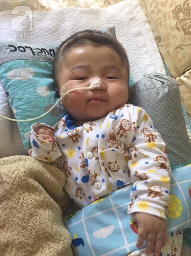 Vỡ òa hạnh phúc khi bé Phạm Đức Lộc đã mọc răng, đang tập lật - Ảnh 6.
