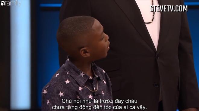 Cậu bé 8 tuổi quá tinh nghịch khiến MC Steve Harvey thấy lo sợ khi đứng gần - Ảnh 2.