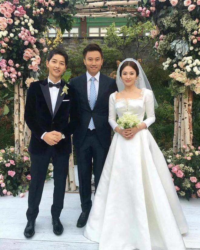 Vogue hé lộ bộ trang điểm giản dị Song Hye Kyo đã sử dụng trong ngày cưới - Ảnh 2.