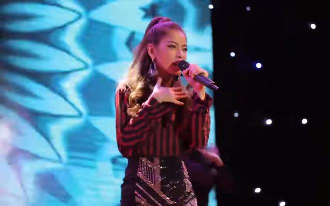 Chi Pu hát live vừa phô vừa lạc giọng, Văn Mai Hương bức xúc đăng status như một trò đùa - Ảnh 3.